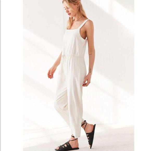 e2a925c56d06 Urban Outfitters Square Neck Linen Jumpsuit. M 5aad9c43d39ca2d1820372d8
